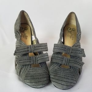 Seychelles Suede gray bow accent heels size 6